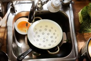 dish cleaning sink